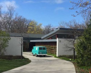 Vintage Garage Chicago shows off some great Midcentury homes in Chicago.