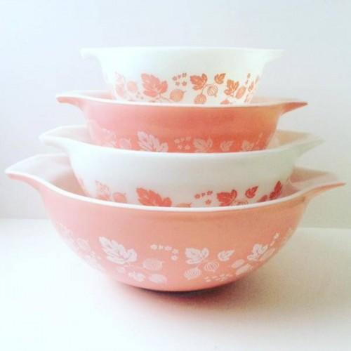 Vintage pink Pyrex bowls at the Vintage Garage Chicago vintage kitsch