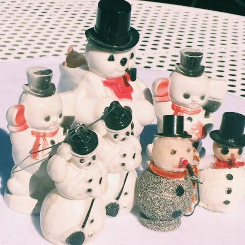 Vintage Christmas trends for 2016 include vintage snowmen.