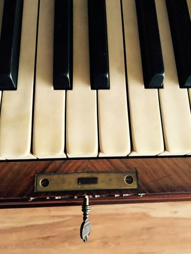 Ivory Piano keys are they legal to sell?