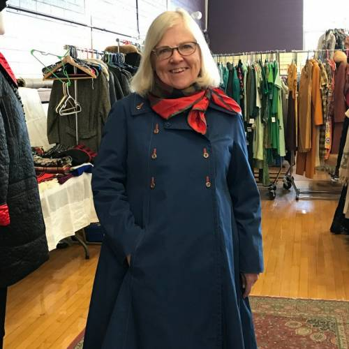 Lynn of Bathing Beauty Antiques Joins us for the Vintage Garage Season and Chirp Record fair