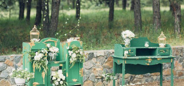 Midcentury Wedding ideas at the Vintage Garage in August!